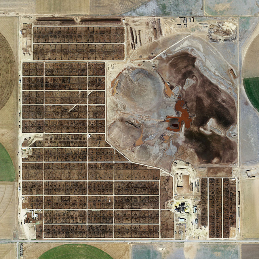 Satelliidifoto USA suurfarmist. Allikas: http://mishkahenner.com/filter/works/Feedlots